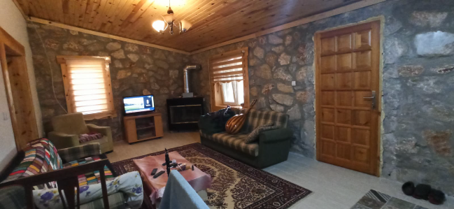 Holiday House , ideal for retreat holiday,  with TV and Stove, really cozy